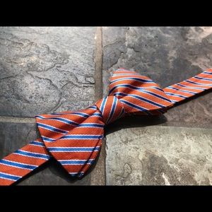 Tommy Hilfiger Bow Tie! Great Print